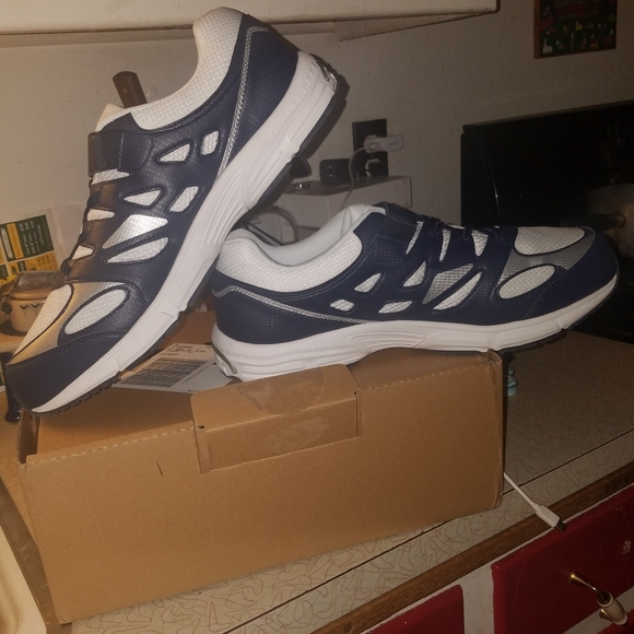 Mens Size 15 Extra Wide Gym Shoe